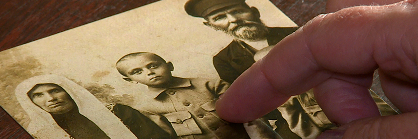 header_ancestor-photo-finger